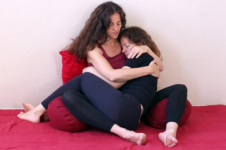 Beim Bonding wirst du gehalten, erfährst Geborgenheit, Sicherheit und Annahme und kannst deine Gefühle wahrnehmen und ausdrücken