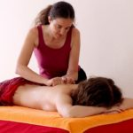 Bei der Ganzkörpermassage geht es um Berühren, Spüren und Verwöhnen des ganzen Körpers